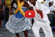La Rumba congolaise : la Rumba est une danse créée par les esclaves Noirs/Africains à Cuba « Esclaves originaires du Royaume Koongo (Qui comprenait le nord Angolais, le sud du Congo-Kinshasa, le Congo-Brazzaville et le sud Gabon avec pour Capitale Mbaza Koongo débaptisée par soucis de négation du Noir/Africain par les colons portugais : San-Salvador) » Ces esclaves, ont donc introduit à Cuba la danse du « Nombril » qui signifie en langue Koongo NKumba ... (VIDÉO)